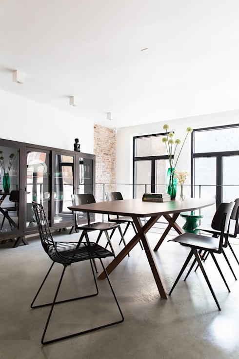 Dining room by BNLA architecten