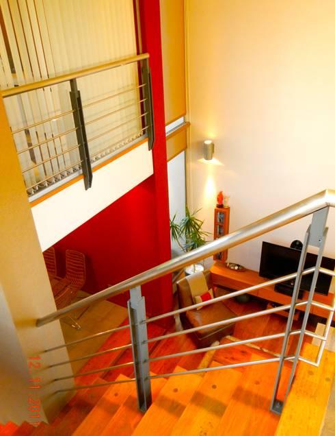 """Casa """"Integración al verde"""": Pasillos y recibidores de estilo  por Estudio Gore"""