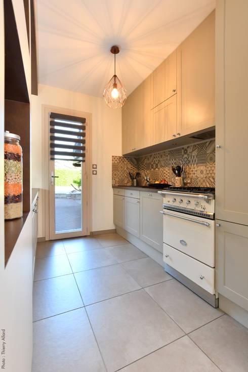 Aménagement dune cuisine à la fois classique et contemporaine à irigny par tiffany fayolle architecte dintérieur et décorateur à lyon