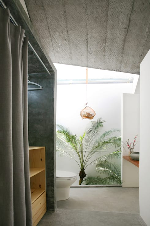 Maison T:  Phòng tắm by NGHIA-ARCHITECT