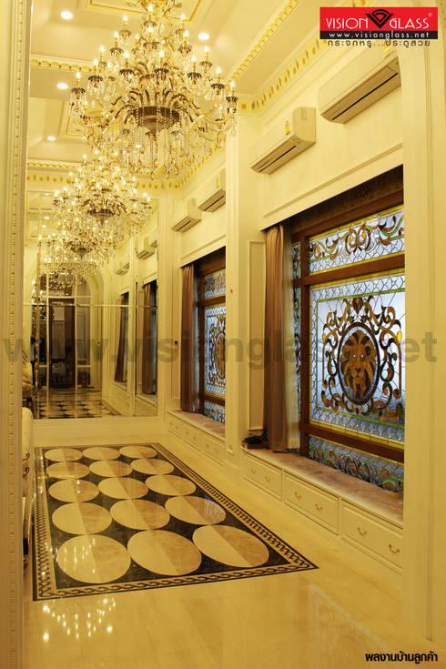 ประตูไม้สัก:  หน้าต่างและประตู by บริษัท วิชั่นกลาส อินดัสทรีส์ จำกัด