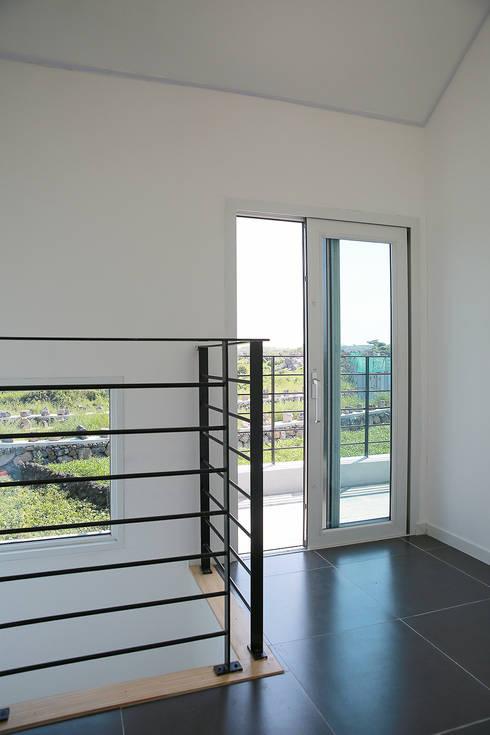 走廊 & 玄關 by AAPA건축사사무소