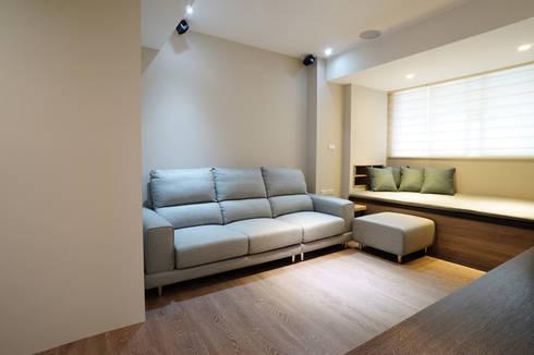 ISQ 質の木系統家具: modern tarz Oturma Odası