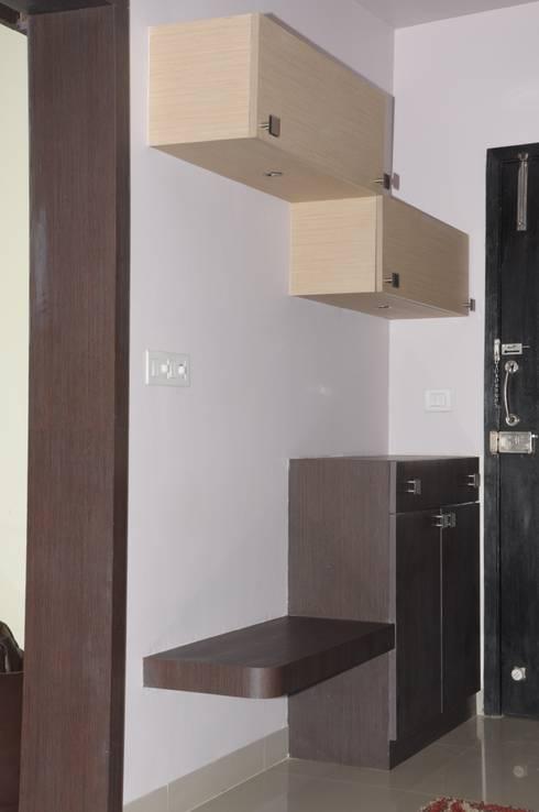 2 BHK APARTMENT INTERIORS IN BANGALORE:  Corridor & hallway by BENCHMARK DESIGNS