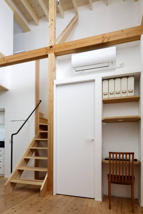 江戸川区K邸: スタジオ・スペース・クラフト一級建築士事務所が手掛けた書斎です。