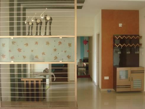 A weekend retreat appartment: modern Dining room by MRJ ASSOCIATES