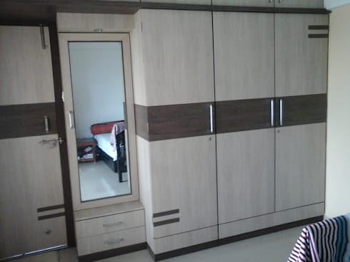Wardrobe: asian Bedroom by URBAN HOSPEX INTERIORS
