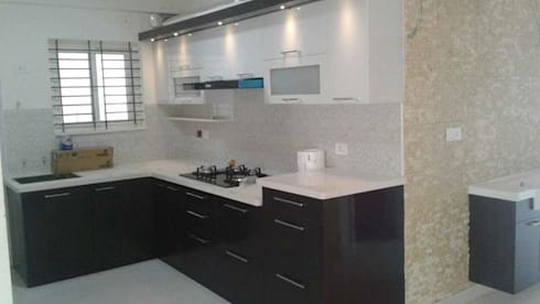 Modular Kitchen:  Kitchen units by URBAN HOSPEX INTERIORS