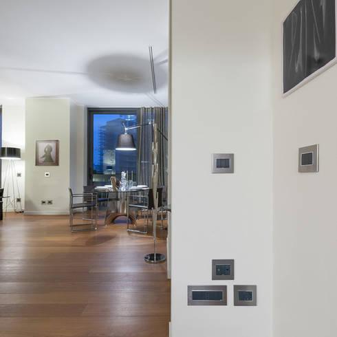 Sala: Electrónica de estilo  por Vimar Colombia