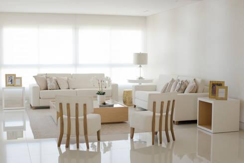 Sala : Salas de estilo minimalista por Monica Saravia