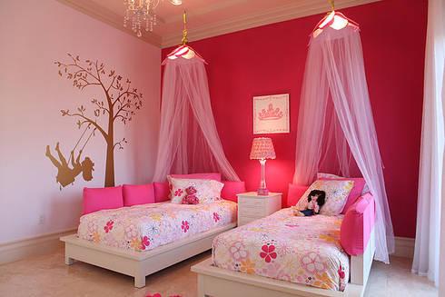 Elegancia Acogedora : Habitaciones para niñas de estilo  por Claudia Luján