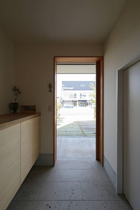 走廊 & 玄關 by 佐藤重徳建築設計事務所