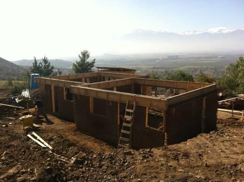 Vivienda Senior: Casas de estilo colonial por Qarquitectura