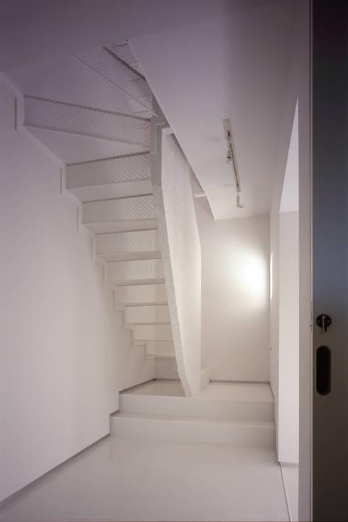 スピンオフ: Smart Running一級建築士事務所が手掛けた廊下 & 玄関です。