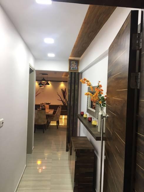 Hallway area:  Corridor & hallway by Vinayak Interior | Interior Designing and Decorator Companies