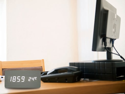 Kairos Wood LED Rectangle Clock: modern Study/office by Just For Clocks