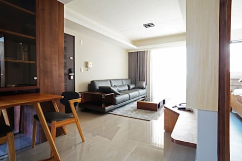 全室案例-新北市黃宅:  客廳 by ISQ 質の木系統家具