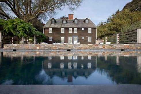 Shelter Island Pool & Terrace:  Wooden houses by andretchelistcheffarchitects