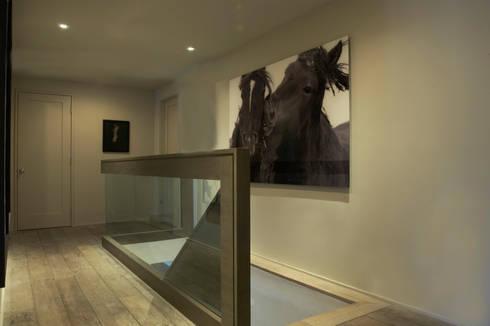 Plunkett Place:  Corridor & hallway by andretchelistcheffarchitects