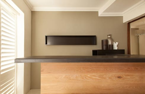 House Varyani: modern Kitchen by Redesign Interiors