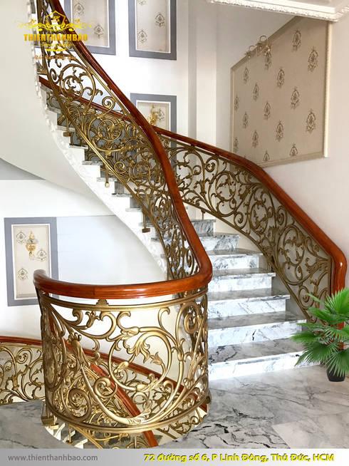Cầu thang nhôm đúc:  Biệt thự by Cổng nhôm đúc Thiên Thanh Bảo