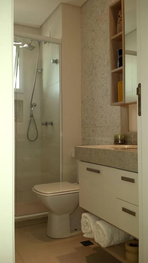 modern Bathroom by MRAM Studio