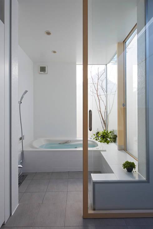 東本町の家: arc-dが手掛けた浴室です。