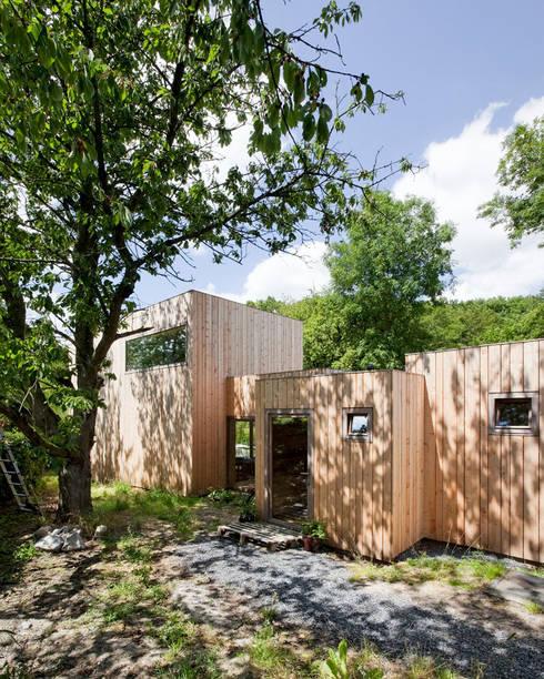 Casas de campo de estilo  por m architecture