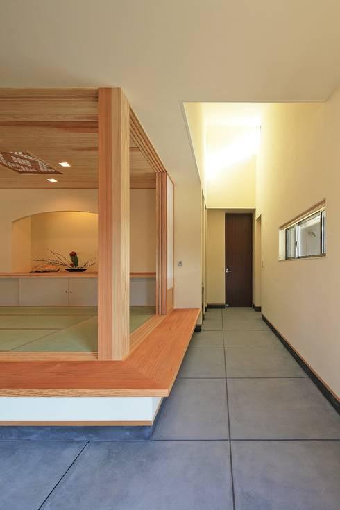 杜の癒しの家: ing-環境設計室が手掛けた廊下 & 玄関です。