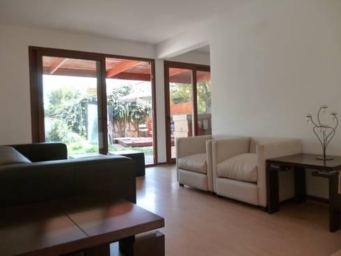 Remodelación Casa Lazo: Livings de estilo moderno por ARCOP Arquitectura & Construcción
