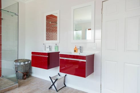 Being Bold : eclectic Bathroom by Indoni Interiors