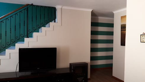 Feature wall :  Corridor & hallway by Indoni Interiors