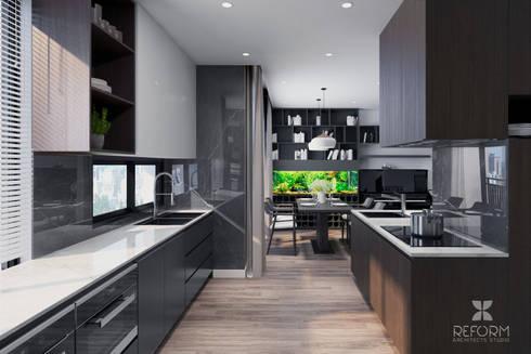kitchen:  Tủ bếp by Reform Architects