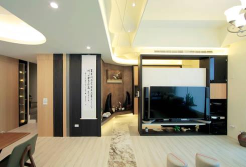 收藏家私宅:  客廳 by DIANTHUS 康乃馨室內設計