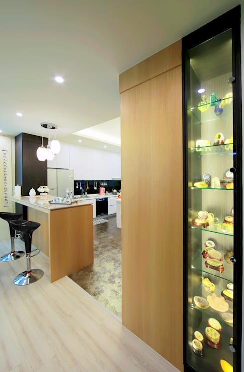 收藏家私宅:  餐廳 by DIANTHUS 康乃馨室內設計