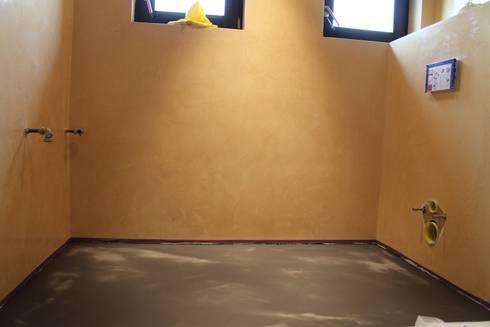 Klassieke badkamer Spijkenisse:   door stucamor
