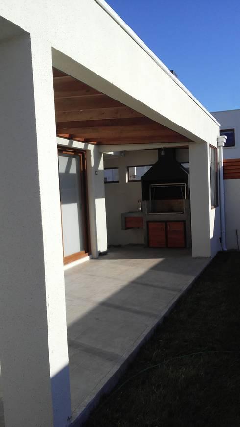 Terraza y Quincho: Terrazas  de estilo  por MAS, Montoya Arquitectura Sustentable