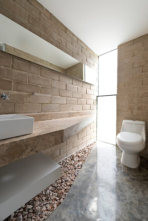 Casa FGN: Baños de estilo  por Monolito