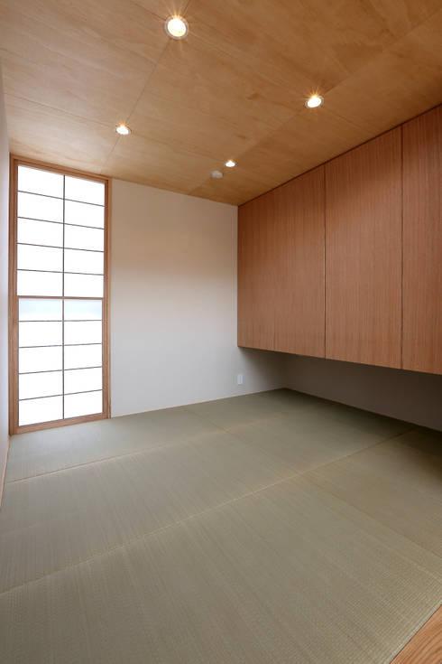 畳コーナー: TEKTON | テクトン建築設計事務所が手掛けた和室です。
