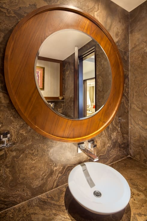 Gujral Residence:  Bathroom by groupDCA