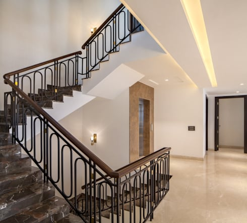 Gujral Residence:  Corridor & hallway by groupDCA