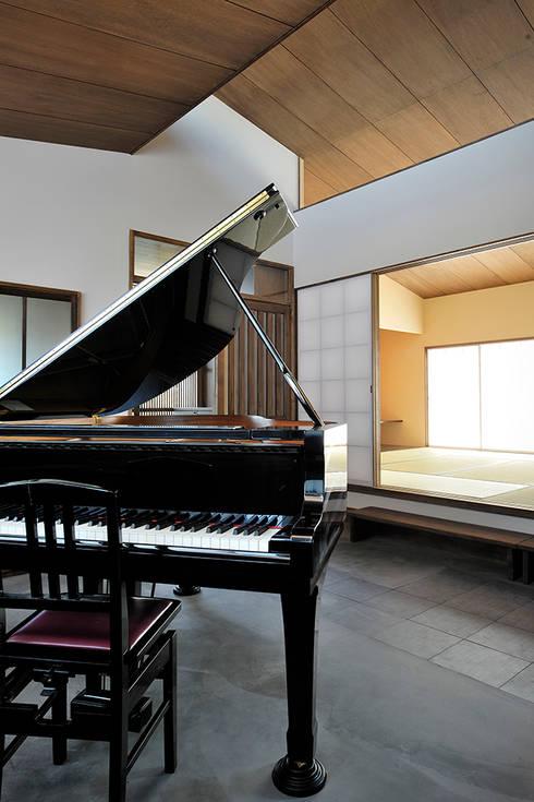 Ruang Keluarga by デザイン・ラボ 一級建築士事務所