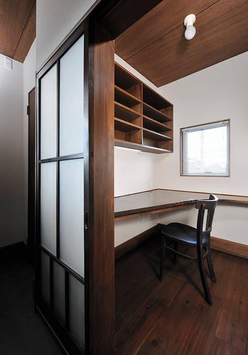 Ruang Kerja by デザイン・ラボ 一級建築士事務所