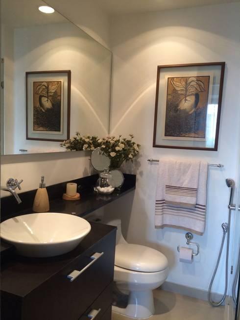 El baño y sus acabados.: Baños de estilo moderno por CH Proyectos Inmobiliarios