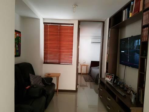 Confortable Sala de televisión : Estudios y despachos de estilo moderno por CH Proyectos Inmobiliarios