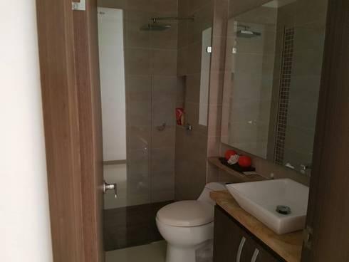 Baño y sus hermosos acabados.: Baños de estilo moderno por CH Proyectos Inmobiliarios