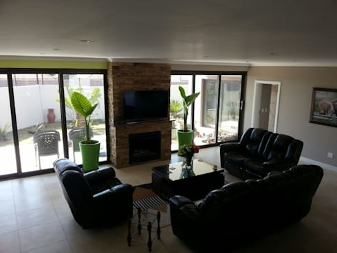 Honeydew: modern Living room by A Fox Construction SA Pty Ltd