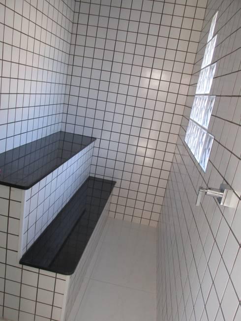 Spa de estilo  por João Paulo Gomes Arquitetura