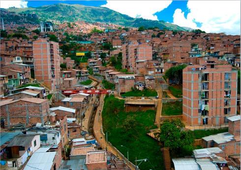 Intervención Urbano Integral Comuna Nororiental Medellin: Casas de estilo moderno por ARQUITECTOS URBANISTAS A+U
