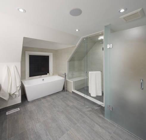 Montrose Ave Project: minimalistic Bathroom by Contempo Studio